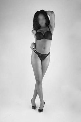 Sexy slanke donkere escort dame Imani