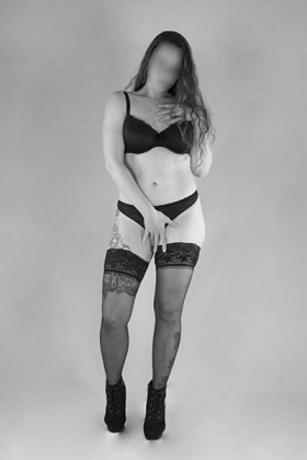 Sexy brunette Escort Maria